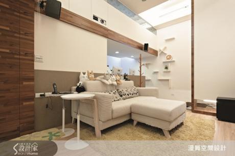 夾層屋客廳空間運用材質 營造豐富層次感