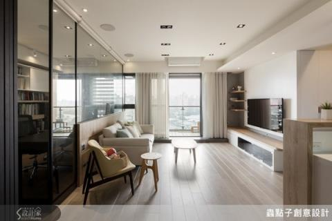 用木皮、鐵件與清玻璃妝點空間,打造一家四口的陽光屋